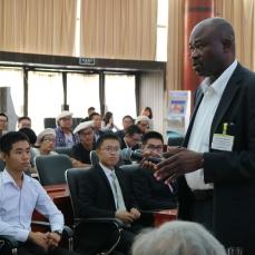 Kondo Adjallah, enseignant-chercheur et directeur des relations internationales de l'Enim répond aux questions des élèves