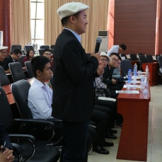 Les élèves échangent avec les partenaires industriels et les enseignants de l'ENIM