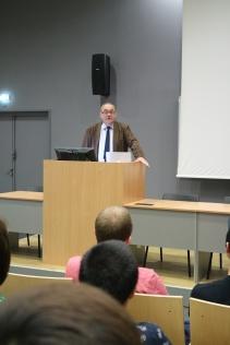 Les étudiants accueillis à leur arrivée à l'ENIM par Yves Granjon, administrateur provisoire
